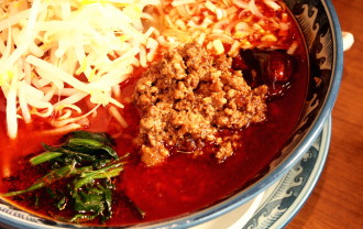 香港食卓の赤火鍋麺