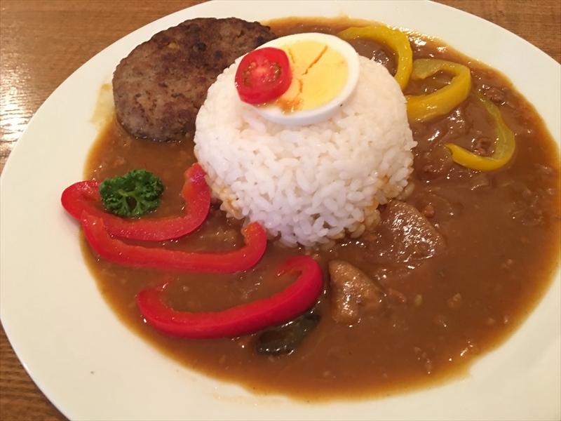 鎌倉野菜ゴロゴロのカレー(ハンバーグ入り)